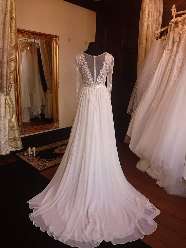 Lq designs london dr1700013 ivory uk 16 14 16 the for Wedding dresses london sale